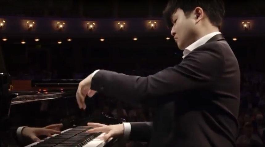 Sunwoo-Yekwon-plays-Mozart
